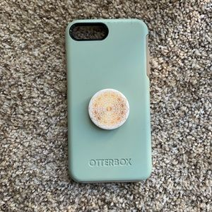 iPhone 7+ OtterBox with Popsocket